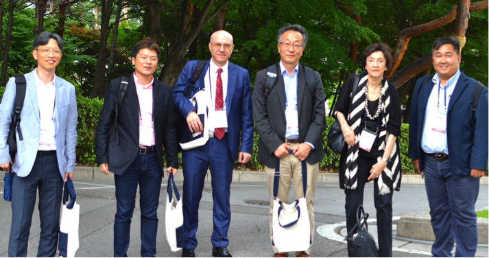From left: Hakjae KIM (Seoul National University); Hajimu MASUDA (National University of Singapore); Avram AGOV (Langara College); Heonik KWON (University of Cambridge); Carol GLUCK (Columbia University); and Victor TEO (University of Hong Kong).